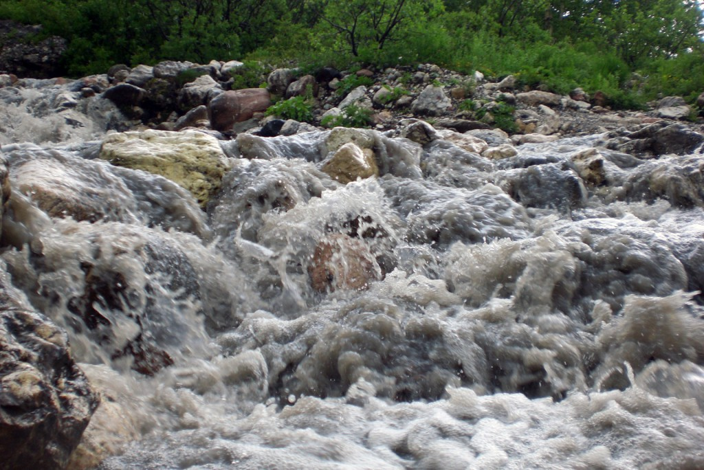 Река Белая после дождя