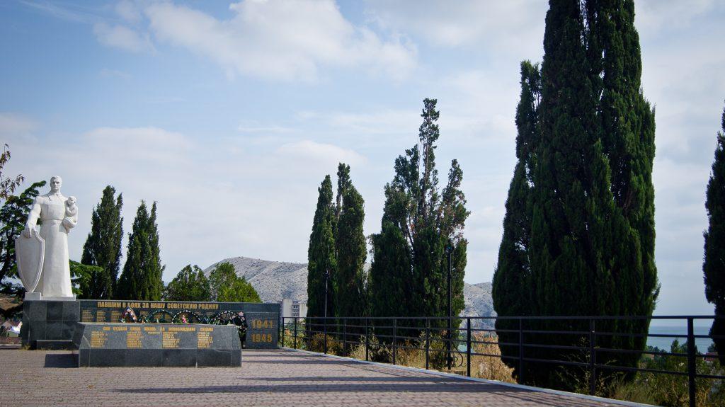 Холм Славы и памятник советским войнам